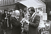 Photo de l'auteur(-trice). Cliff Hanley (left)