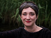 "Photo de l'auteur(-trice). Writer Zehra Çırak at the Hausach Leselenz 2017 By Harald Krichel - Own work, CC BY-SA 4.0, <a href=""//commons.wikimedia.org/w/index.php?curid=70084991"" rel=""nofollow"" target=""_top"">https://commons.wikimedia.org/w/index.php?curid=70084991</a>"