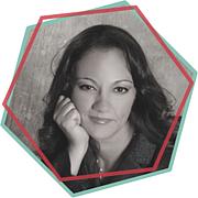 Författarporträtt. Emma Chase is represented by Amy Tannenbaum of Jane Rotrosen Agency
