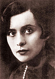 "Fotografia de autor. <a href=""http://en.wikipedia.org/wiki/Nina_Berberova"" rel=""nofollow"" target=""_top"">http://en.wikipedia.org/wiki/Nina_Berberova</a>"
