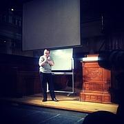 Foto do autor. Manuel De Landa talking at a lecture in Amsterdam in 2011