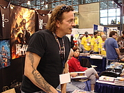 Fotografia de autor. Heavy Metal Magazine booth at New York Comic Con 2008, photo by Lampbane