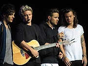 "Kirjailijan kuva. One Direction performing in Glasgow By <a href=""https://www.flickr.com/photos/marcen27"" rel=""nofollow"" target=""_top"">https://www.flickr.com/photos/marcen27</a> - <a href=""https://www.flickr.com/photos/marcen27/21406455113"" rel=""nofollow"" target=""_top"">https://www.flickr.com/photos/marcen27/21406455113</a>, CC BY 2.0, <a href=""https://commons.wikimedia.org/w/index.php?curid=44445736"" rel=""nofollow"" target=""_top"">https://commons.wikimedia.org/w/index.php?curid=44445736</a>"