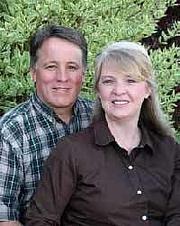 Kirjailijan kuva. James Simmons, with wife and co-author Colleen