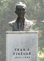 Autoren-Bild. Bust of Fran Saleški Finžgar, Doslovče, Slovenia.  Photo by  Matija Podhraški / Slovene Wikipedia.