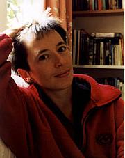"""Kirjailijan kuva. <a href=""""http://www.vjbooks.com/""""> www.vjbooks.com</a>"""