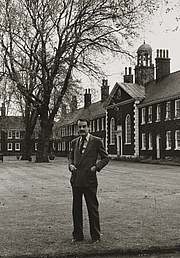 Fotografia de autor. Jeffery Daniels (1932-1986), Director of the Geffrye Museum, London. by Heather Waddell