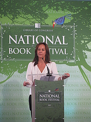 "Forfatter foto. Maria Duenas at the 2012 National Book Festival By Slowking4 - Own work, GFDL 1.2, <a href=""https://commons.wikimedia.org/w/index.php?curid=21582328"" rel=""nofollow"" target=""_top"">https://commons.wikimedia.org/w/index.php?curid=21582328</a>"