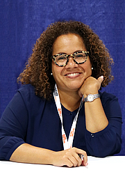 "Fotografia de autor. The author at the 2018 U.S. National Book Festival By Fuzheado - Own work, CC BY-SA 4.0, <a href=""https://commons.wikimedia.org/w/index.php?curid=72311504"" rel=""nofollow"" target=""_top"">https://commons.wikimedia.org/w/index.php?curid=72311504</a>"