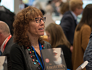 """Kirjailijan kuva. Shapiro at BookExpo America in 2018 By Rhododendrites - Own work, CC BY-SA 4.0, <a href=""""//commons.wikimedia.org/w/index.php?curid=69688964"""" rel=""""nofollow"""" target=""""_top"""">https://commons.wikimedia.org/w/index.php?curid=69688964</a>"""