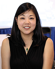"""Foto do autor. Author Nicole Chung at the 2018 Texas Book Festival in Austin, Texas, United States. By Larry D. Moore, CC BY-SA 4.0, <a href=""""https://commons.wikimedia.org/w/index.php?curid=74288706"""" rel=""""nofollow"""" target=""""_top"""">https://commons.wikimedia.org/w/index.php?curid=74288706</a>"""