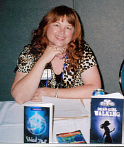 "Fotografia de autor. Author of THE SEER series (6 books plus short story at <a href=""http://www.LindaJoySingleton.com"" rel=""nofollow"" target=""_top"">www.LindaJoySingleton.com</a> ), DEAD GIRL trilogy, STRANGE ENCOUNTERS series and 2012 spin-off from THE SEER starring Thorn."