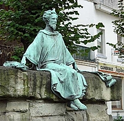 Forfatter foto. Photo by user ArtMechanic / Wikimedia Commons