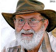 Kirjailijan kuva. David Lloyd Jones (8)