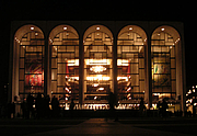 Författarporträtt. Photograph of the facade of the Metropolitan Opera House at Lincoln Center, New York, New York. Taken on 12 March 2004 by Paul Masck and released with a Creative Commons license on 30 July 2005 by the photographer.
