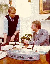 Kirjailijan kuva. Jody Powell w/ President Jimmy Carter (U.S. National Archives & Records)