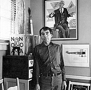 Foto auteur. Photograph of Guy Davenport by photographer Guy Mendez from the dust jacket for The Geography of the Imagination : Forty Essays / Guy Davenport (San Francisco : Northpoint Press, 1981.