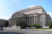Författarporträtt. The National Archives Building [credit: Wikimedia Commons user Gryffindor]