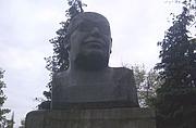 Kirjailijan kuva. Monument to Lange at the Wroclaw University of Economics. Photo by Pawel Dembowski (2005)