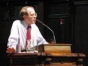 Foto de l'autor. Jonathan Kozol at Pomona College 17 April 2003, from Wikipedia