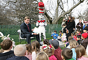 """Forfatter foto. Hall of Fame football player Troy Aikman reads """"One Fish, 2 Fish, Red Fish, Blue Fish"""" for children at the reading nook at the 2008 White House Easter Egg Roll, Monday, March 24, 2008. White House photo by Chris Greenberg  (whitehouse.gov)"""