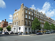 Foto de l'autor. Royal Philatelic Society of London at 41 Devonshire Place on the corner with Devonshire Street [credit: Wikimedia Commons user Philafrenzy]