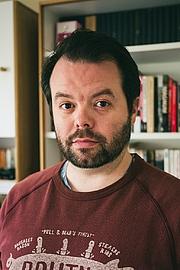 Författarporträtt. A photograph of the author Christopher Walker