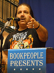 Kirjailijan kuva. Photographed at BookPeople in Austin, Texas