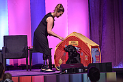 """Kirjailijan kuva. Jessica Kensky and her dog, Rescue, give a presentation at the National Book Festival, September 1, 2018. Photo by Claire Gardiner/Library of Congress. By Library of Congress Life - 20180901CG0167.jpg, CC0, <a href=""""https://commons.wikimedia.org/w/index.php?curid=83102535"""" rel=""""nofollow"""" target=""""_top"""">https://commons.wikimedia.org/w/index.php?curid=83102535</a>"""