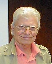 Foto do autor. Copyright 2007 eyeonbooks.com