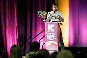 "Foto del autor. Mac Barnett and Greg Pizzoli give a presentation at the National Book Festival, August 31, 2019. Photo by Edmond Joe/For the Library of Congress.By Library of Congress Life - 20190831EJ0413.jpg, CC0, <a href=""https://commons.wikimedia.org/w/index.php?curid=82899204"" rel=""nofollow"" target=""_top"">https://commons.wikimedia.org/w/index.php?curid=82899204</a>"