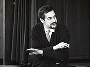 Foto de l'autor. John Barton in rehearsals for Love's Labour's Lost (1965).