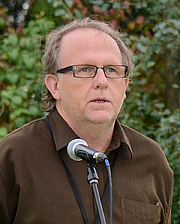 "Författarporträtt. Wayne Johnston at the Eden Mills Writers' Festival in 2013 By Dan Harasymchuk - Dan Harasymchuk, CC BY-SA 4.0, <a href=""//commons.wikimedia.org/w/index.php?curid=65663234"" rel=""nofollow"" target=""_top"">https://commons.wikimedia.org/w/index.php?curid=65663234</a>"