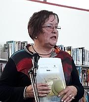 Kirjailijan kuva. Bobbie Nicholls