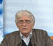 """Forfatter foto. Alain Joxe en 1996 lors d'une conférence à l'occasion de la parution de son son ouvrage """"Les guerres de l'empire global"""""""