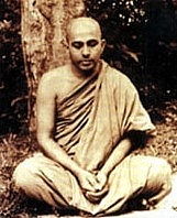 """Foto del autor. Non-free photograph of defunct Sri Lankan Buddhist monk,Piyadassi Maha Thera. By Source, Fair use, <a href=""""https://en.wikipedia.org/w/index.php?curid=34771861"""" rel=""""nofollow"""" target=""""_top"""">https://en.wikipedia.org/w/index.php?curid=34771861</a>"""