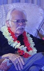 Kirjailijan kuva. Kelly Freas at his 82nd birthday party by The Epopt