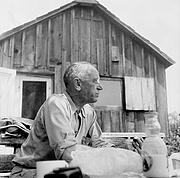 """Fotografia dell'autore. <A HREF=""""http://www.aldoleopold.org/"""">Courtesy of the Aldo Leopold Foundation Archives</A>"""
