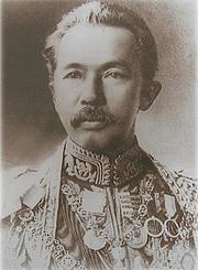 """Författarporträtt. <a href=""""https://commons.wikimedia.org/wiki/File:Prince_Damrong_Rajanubhab.jpg"""" rel=""""nofollow"""" target=""""_top"""">https://commons.wikimedia.org/wiki/File:Prince_Damrong_Rajanubhab.jpg</a>"""