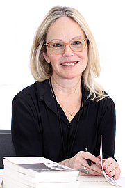 """Författarporträtt. Author Dani Shapiro at the 2018 Texas Book Festival in Austin, Texas, United States. By Larry D. Moore - Own work, CC BY-SA 4.0, <a href=""""https://commons.wikimedia.org/w/index.php?curid=74066328"""" rel=""""nofollow"""" target=""""_top"""">https://commons.wikimedia.org/w/index.php?curid=74066328</a>"""