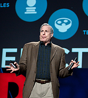 Fotografia de autor. Photograph by Bill Holsinger-Robinson, taken during his 2009 TED presentation on the future of Iran.