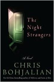 The Night Strangers: A Novel por Chris…